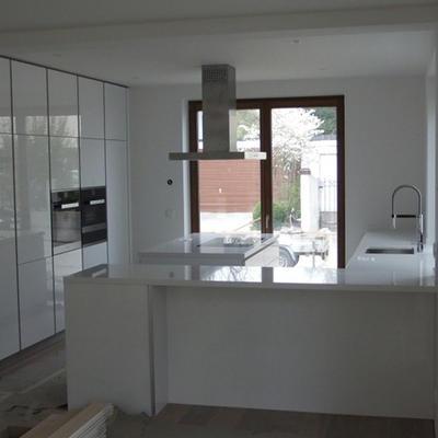 moderne helle Küchen