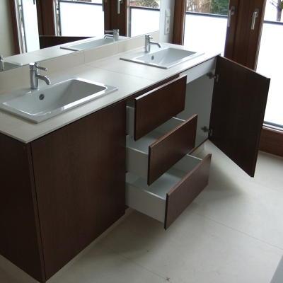 Badezimmertisch geöffnet